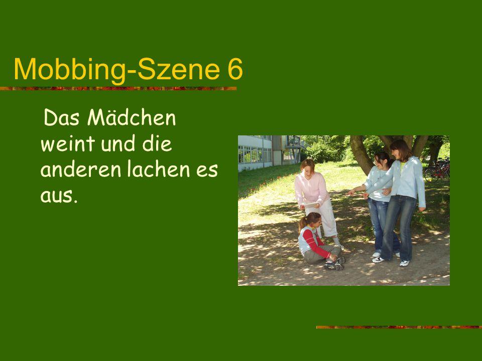 Mobbing-Szene 6 Das Mädchen weint und die anderen lachen es aus.