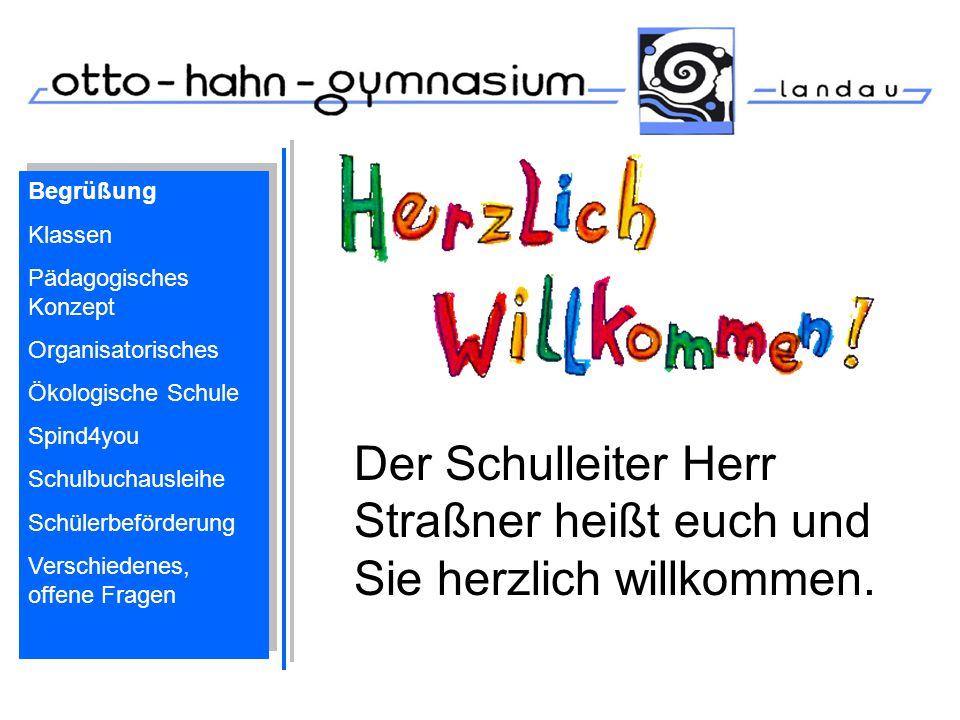 Der Schulleiter Herr Straßner heißt euch und Sie herzlich willkommen.