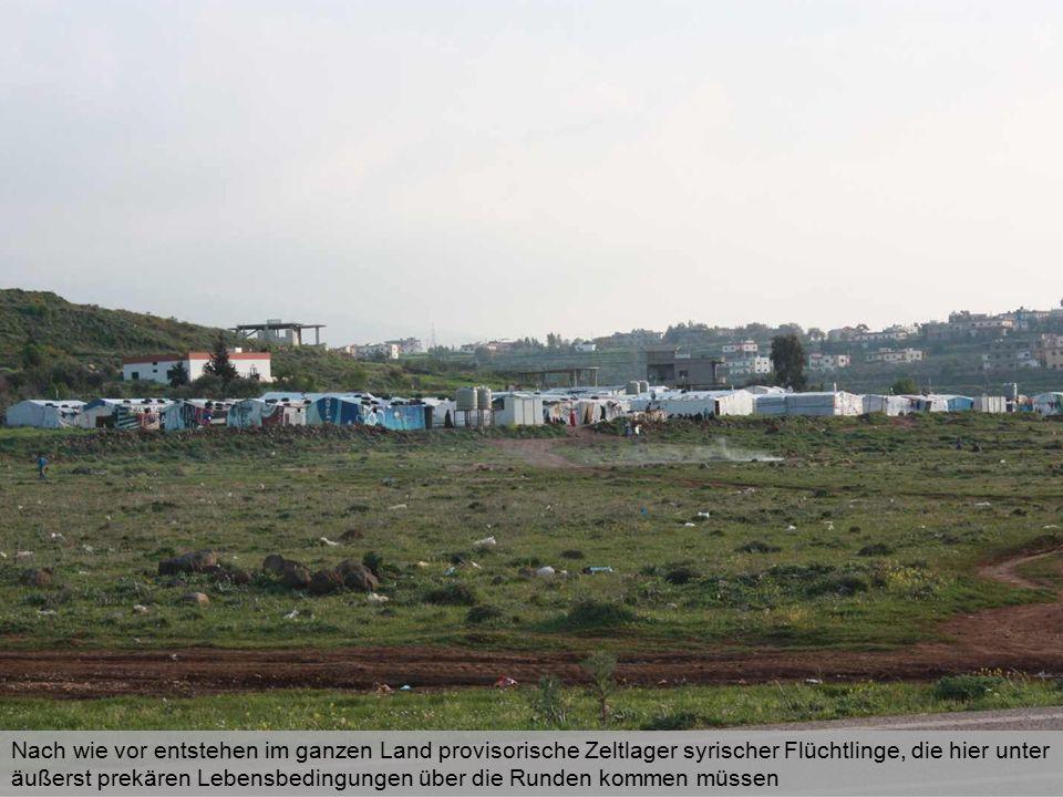 Nach wie vor entstehen im ganzen Land provisorische Zeltlager syrischer Flüchtlinge, die hier unter äußerst prekären Lebensbedingungen über die Runden kommen müssen