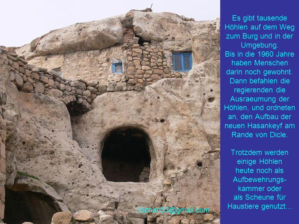 Es gibt tausende Höhlen auf dem Weg zum Burg und in der Umgebung