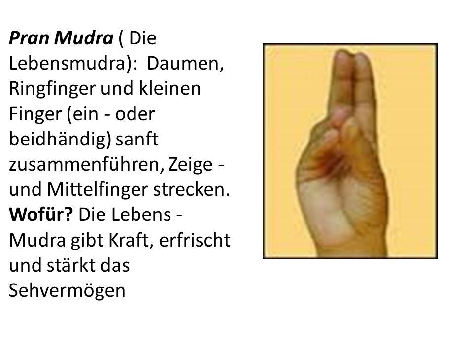 Pran Mudra ( Die Lebensmudra): Daumen, Ringfinger und kleinen Finger (ein - oder beidhändig) sanft zusammenführen, Zeige - und Mittelfinger strecken.