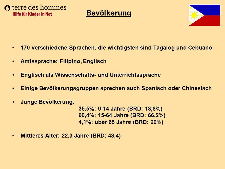 Bevölkerung 170 verschiedene Sprachen, die wichtigsten sind Tagalog und Cebuano. Amtssprache: Filipino, Englisch.