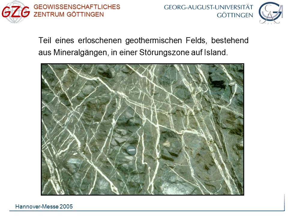 Teil eines erloschenen geothermischen Felds, bestehend aus Mineralgängen, in einer Störungszone auf Island.