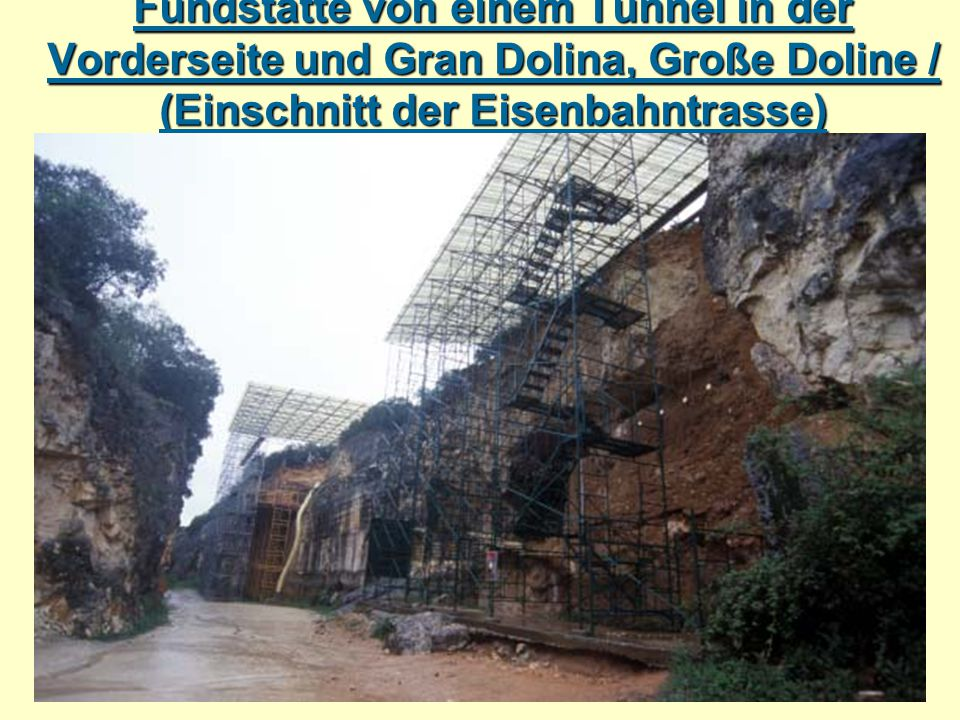 Fundstätte von einem Tunnel in der Vorderseite und Gran Dolina, Große Doline / (Einschnitt der Eisenbahntrasse)