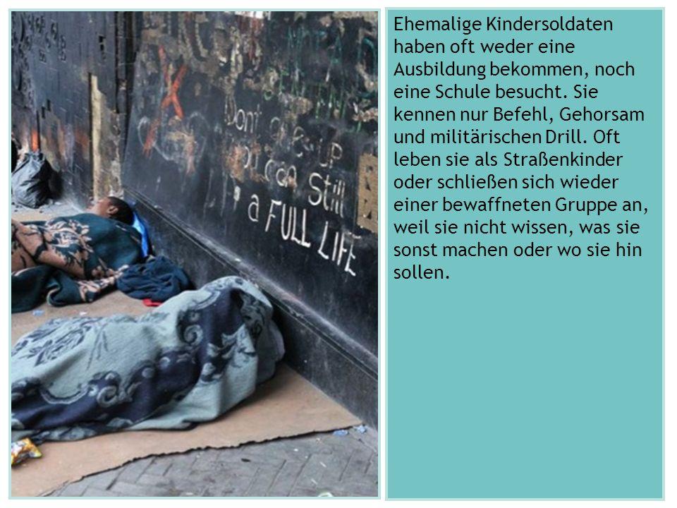 Ehemalige Kindersoldaten haben oft weder eine Ausbildung bekommen, noch eine Schule besucht.