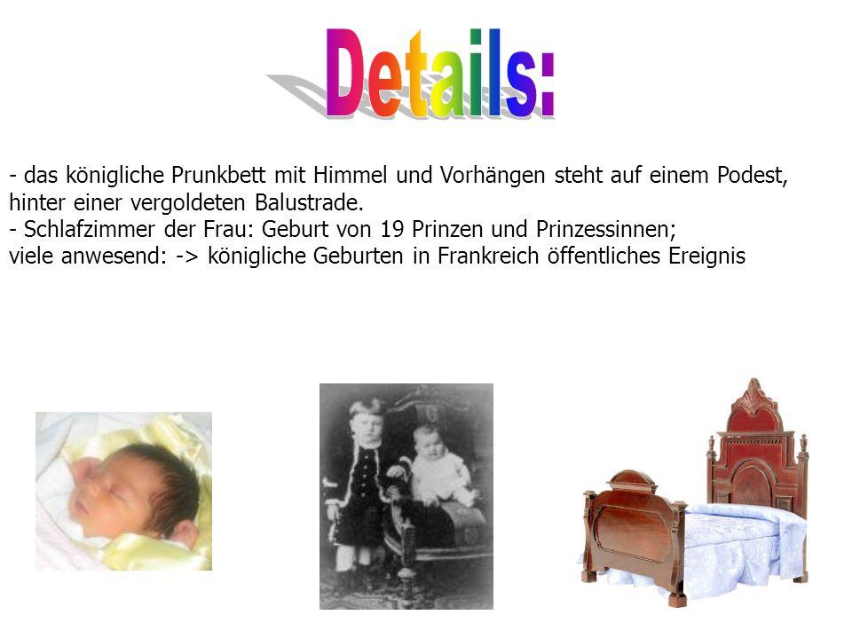 Details: - das königliche Prunkbett mit Himmel und Vorhängen steht auf einem Podest, hinter einer vergoldeten Balustrade.