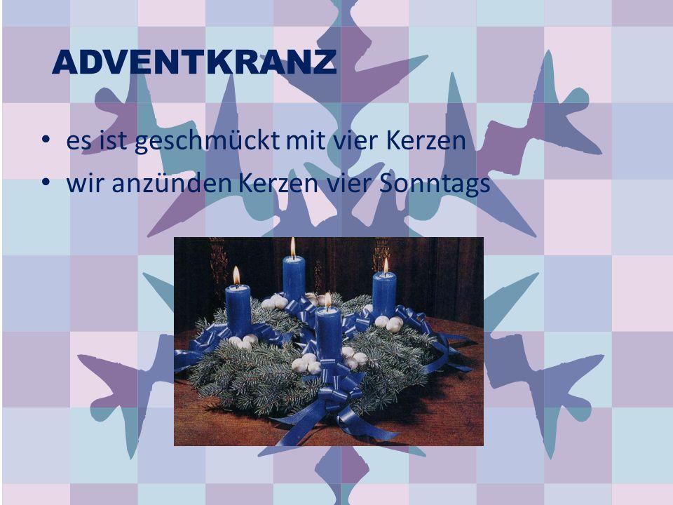 ADVENTKRANZ es ist geschmückt mit vier Kerzen