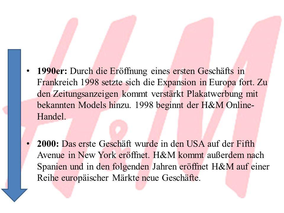 1990er: Durch die Eröffnung eines ersten Geschäfts in Frankreich 1998 setzte sich die Expansion in Europa fort. Zu den Zeitungsanzeigen kommt verstärkt Plakatwerbung mit bekannten Models hinzu. 1998 beginnt der H&M Online-Handel.