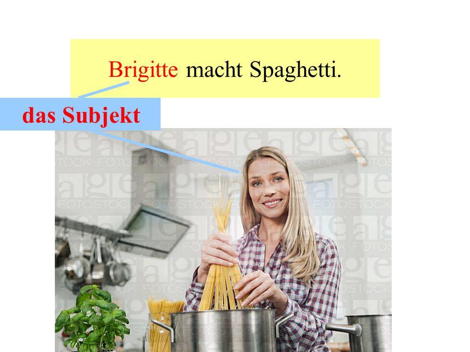 Brigitte macht Spaghetti.