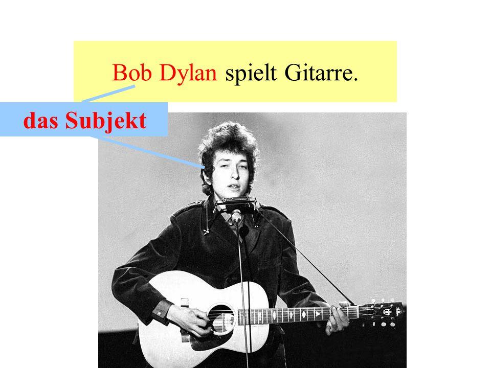 Bob Dylan spielt Gitarre.