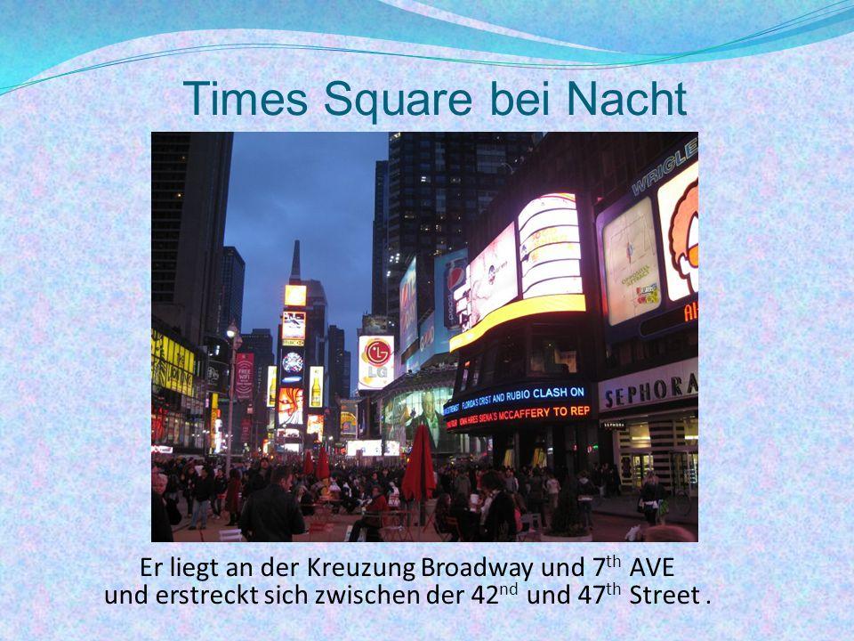 Times Square bei Nacht Er liegt an der Kreuzung Broadway und 7th AVE