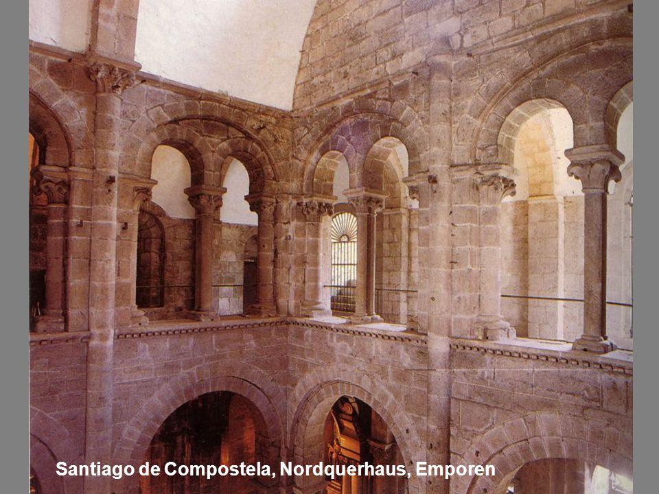 Santiago de Compostela, Nordquerhaus, Emporen