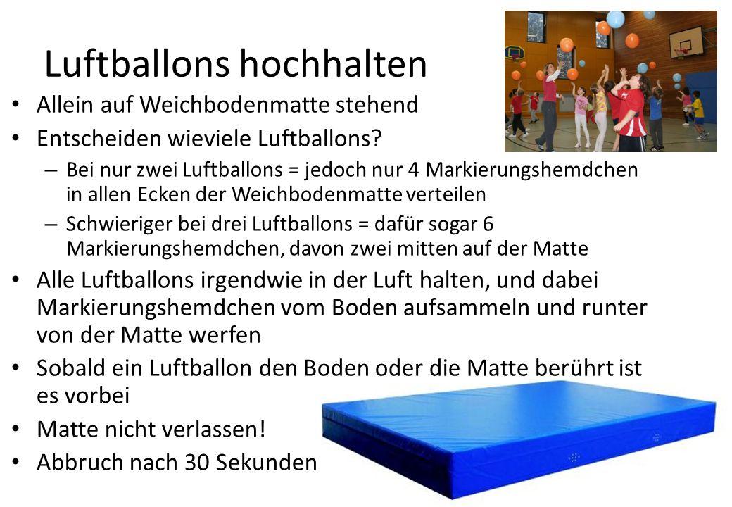 Luftballons hochhalten