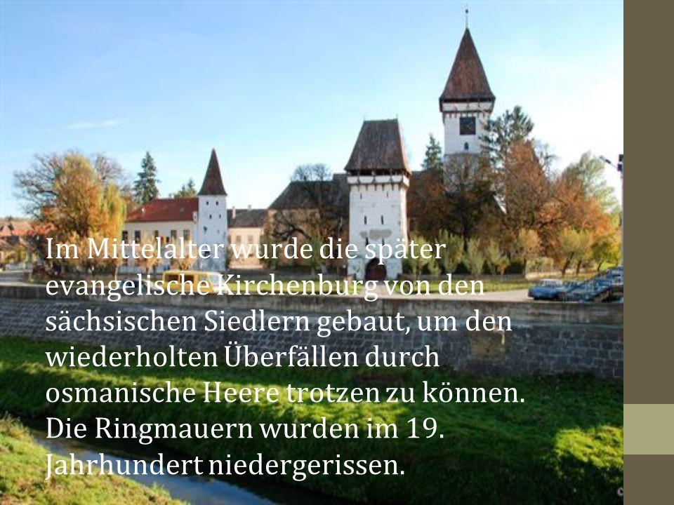 Im Mittelalter wurde die später evangelische Kirchenburg von den sächsischen Siedlern gebaut, um den wiederholten Überfällen durch osmanische Heere trotzen zu können.