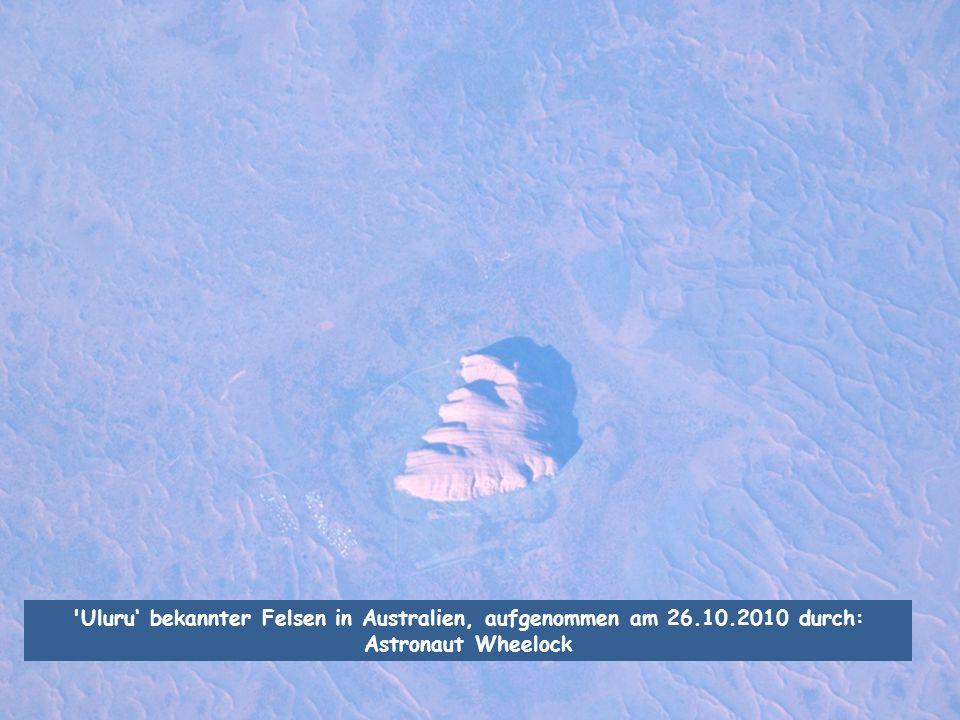 Uluru' bekannter Felsen in Australien, aufgenommen am 26. 10