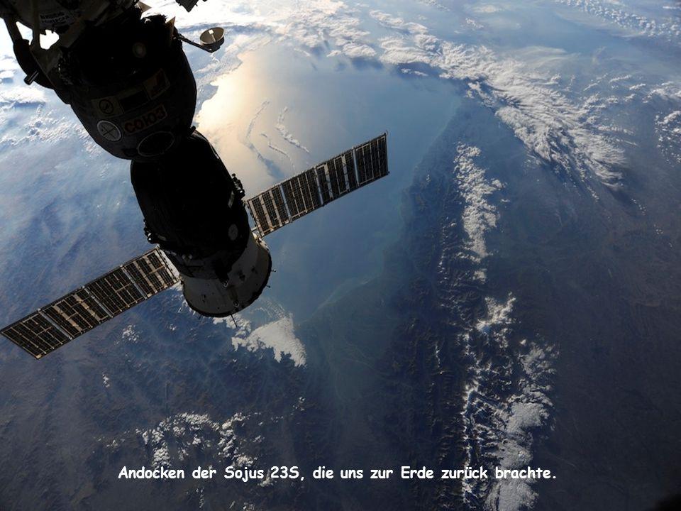 Andocken der Sojus 23S, die uns zur Erde zurück brachte.