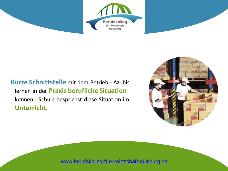 Kurze Schnittstelle mit dem Betrieb - Azubis lernen in der Praxis berufliche Situation kennen - Schule besprichst diese Situation im Unterricht.