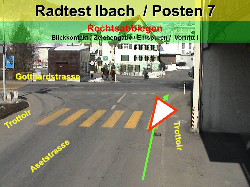 Rechtsabbiegen Blickkontakt / Zeichengabe / Einspuren / Vortritt !