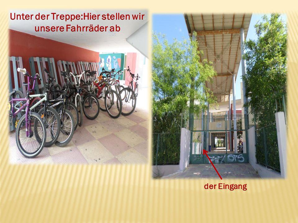 Unter der Treppe:Hier stellen wir unsere Fahrräder ab
