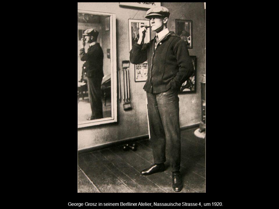 George Grosz in seinem Berlliner Atelier, Nassauische Strasse 4, um 1920.