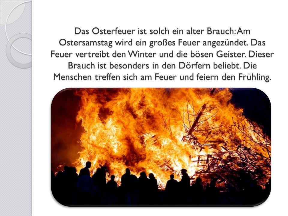 Das Osterfeuer ist solch ein alter Brauch: Am Ostersamstag wird ein großes Feuer angezündet.