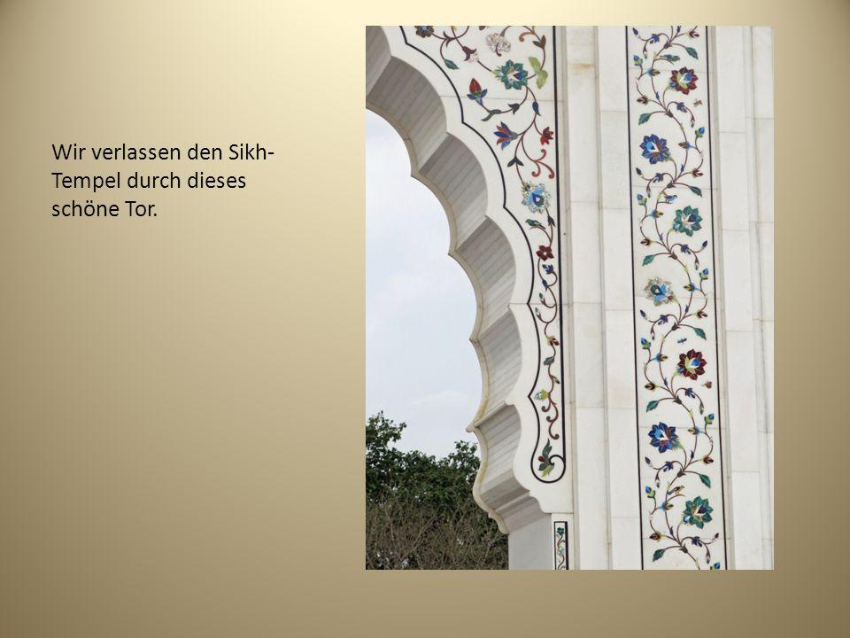 Wir verlassen den Sikh-Tempel durch dieses schöne Tor.