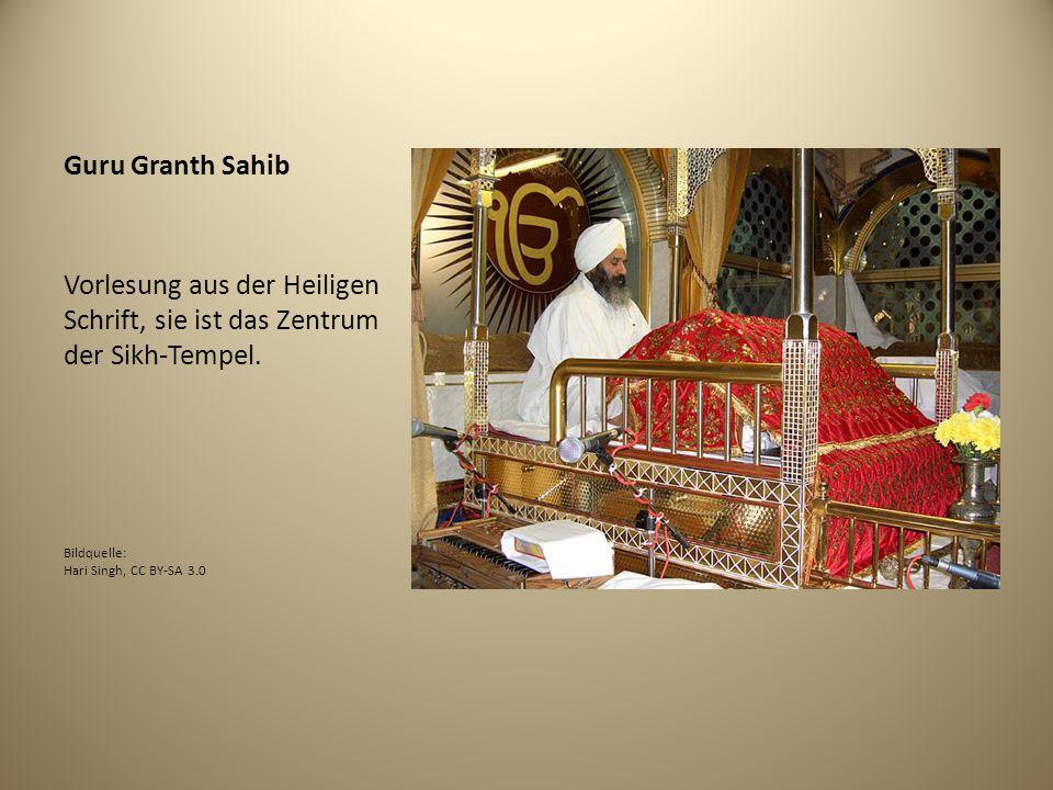 Guru Granth Sahib Vorlesung aus der Heiligen Schrift, sie ist das Zentrum der Sikh-Tempel.
