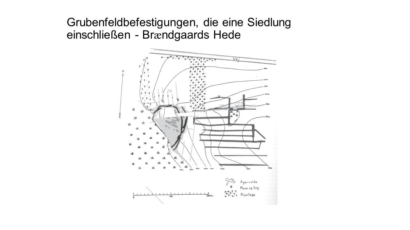 Grubenfeldbefestigungen, die eine Siedlung einschließen - Brændgaards Hede