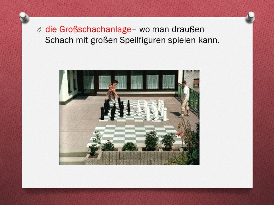 die Großschachanlage– wo man draußen Schach mit großen Speilfiguren spielen kann.