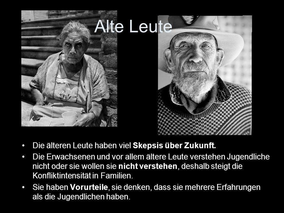 Alte Leute Die älteren Leute haben viel Skepsis über Zukunft.