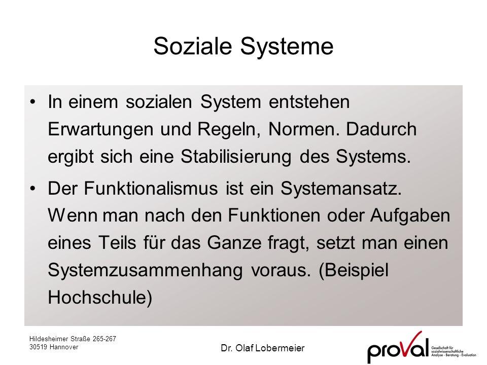 Soziale Systeme In einem sozialen System entstehen Erwartungen und Regeln, Normen. Dadurch ergibt sich eine Stabilisierung des Systems.