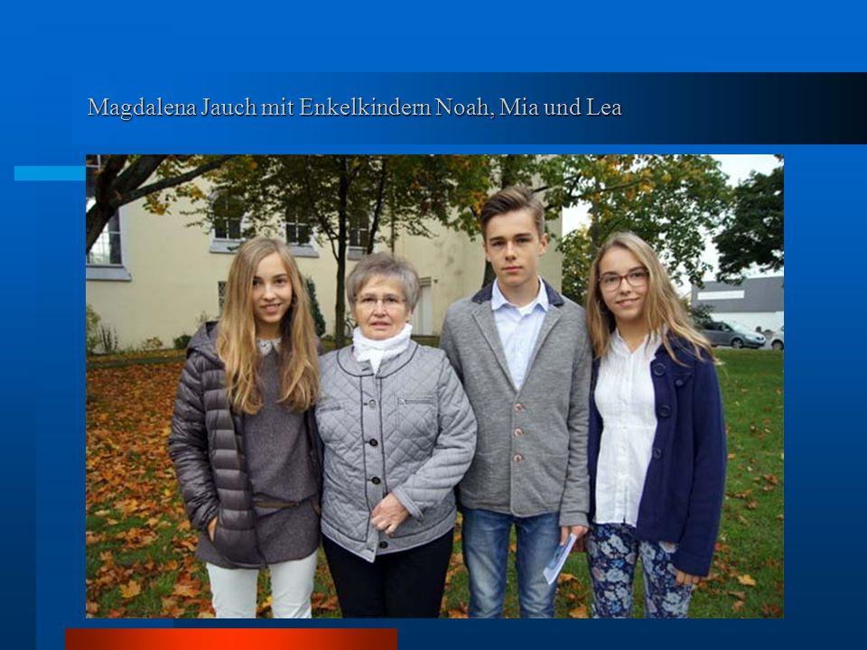 Magdalena Jauch mit Enkelkindern Noah, Mia und Lea
