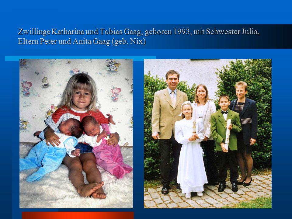 Zwillinge Katharina und Tobias Gaag, geboren 1993, mit Schwester Julia, Eltern Peter und Anita Gaag (geb.