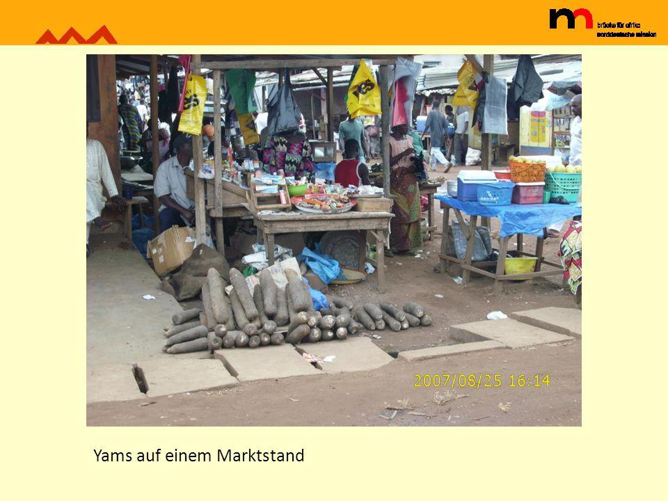 Yams auf einem Marktstand