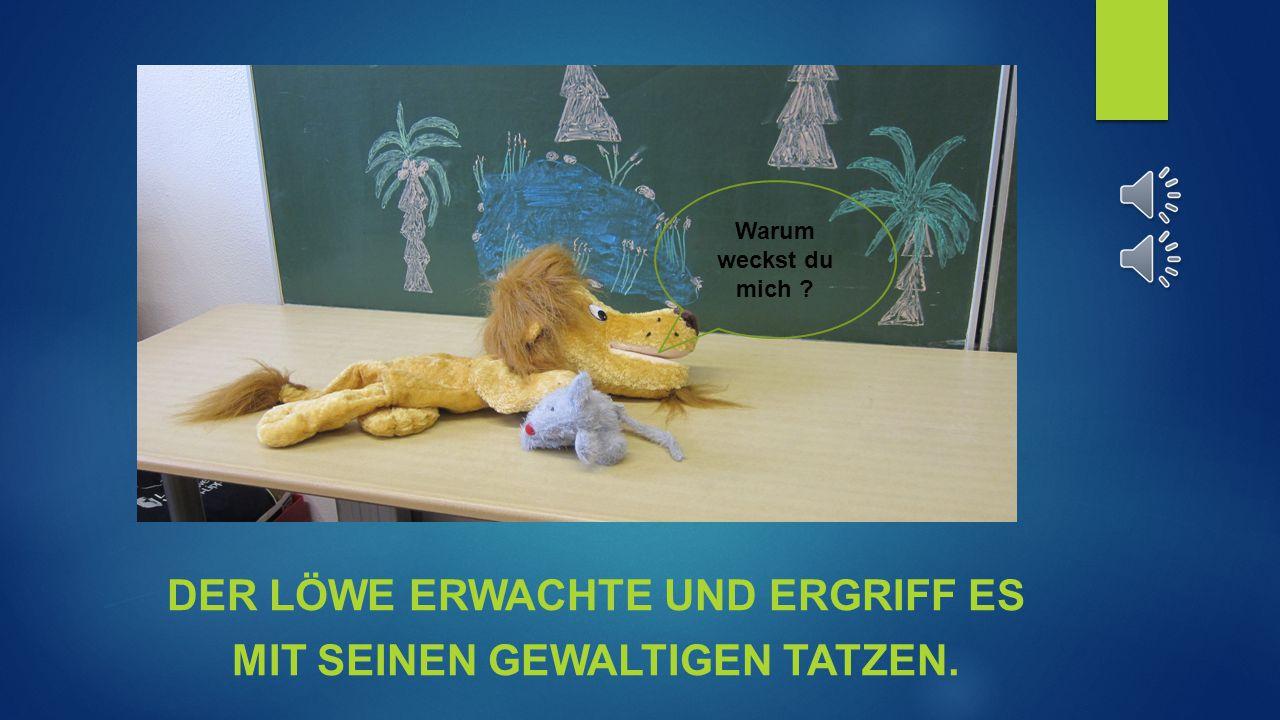 Der löwe erwachte und ergriff es mit seinen gewaltigen Tatzen.