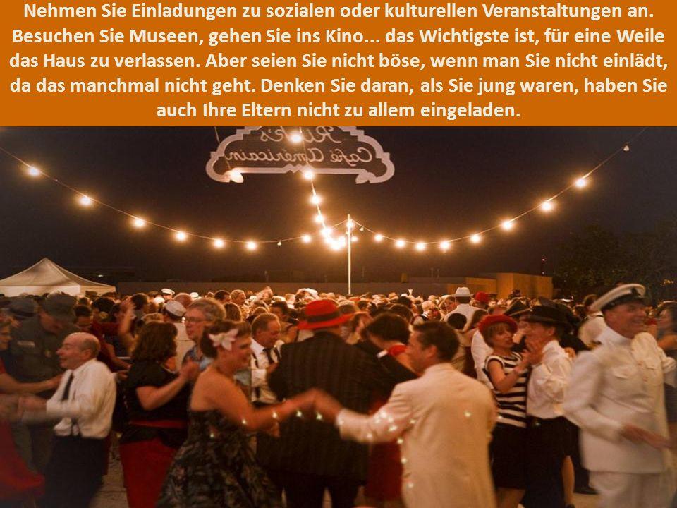 Nehmen Sie Einladungen zu sozialen oder kulturellen Veranstaltungen an