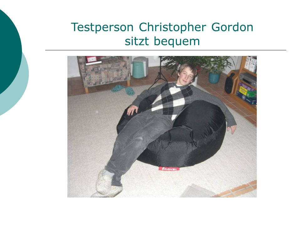 Testperson Christopher Gordon sitzt bequem