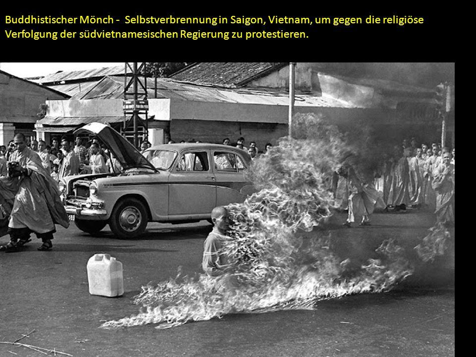 Buddhistischer Mönch - Selbstverbrennung in Saigon, Vietnam, um gegen die religiöse Verfolgung der südvietnamesischen Regierung zu protestieren.
