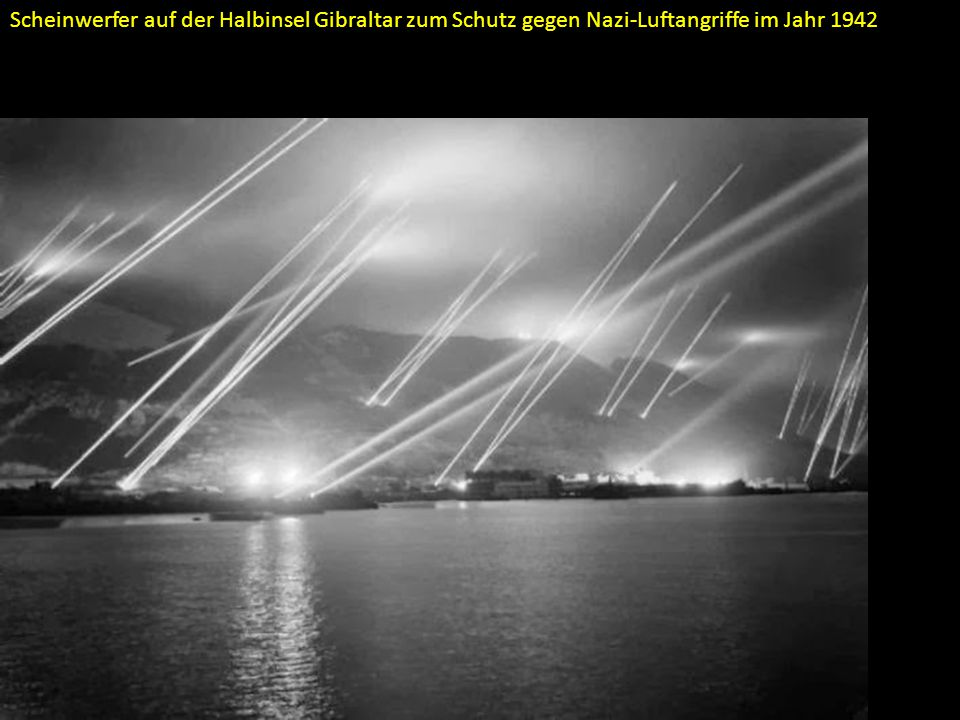 Scheinwerfer auf der Halbinsel Gibraltar zum Schutz gegen Nazi-Luftangriffe im Jahr 1942