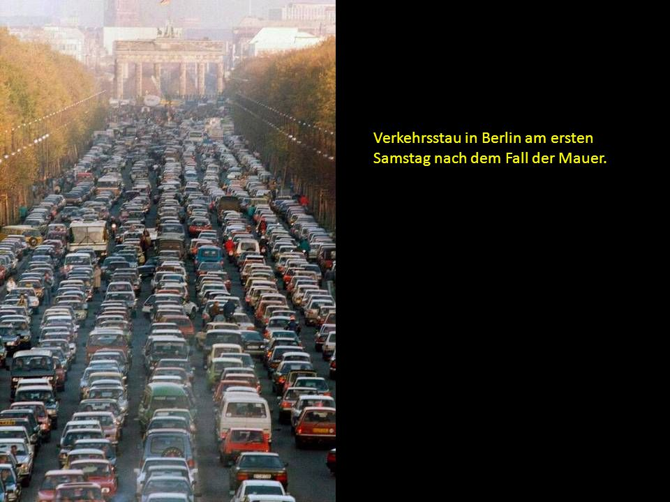 Verkehrsstau in Berlin am ersten Samstag nach dem Fall der Mauer.