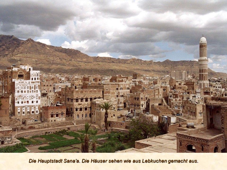 Die Hauptstadt Sana a. Die Häuser sehen wie aus Lebkuchen gemacht aus.