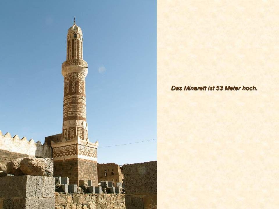 Das Minarett ist 53 Meter hoch.