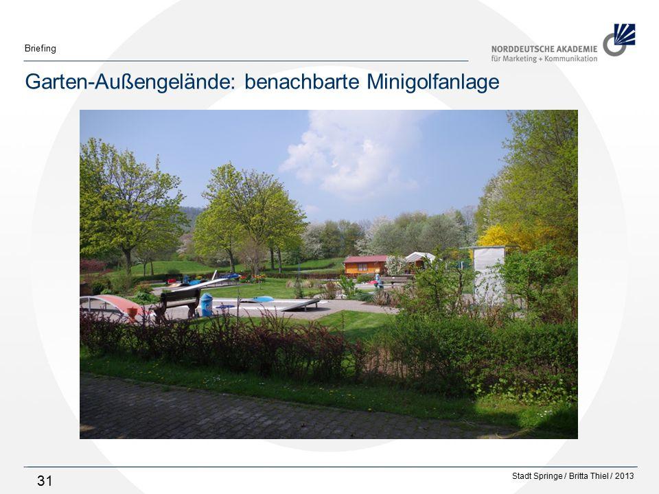 Garten-Außengelände: benachbarte Minigolfanlage