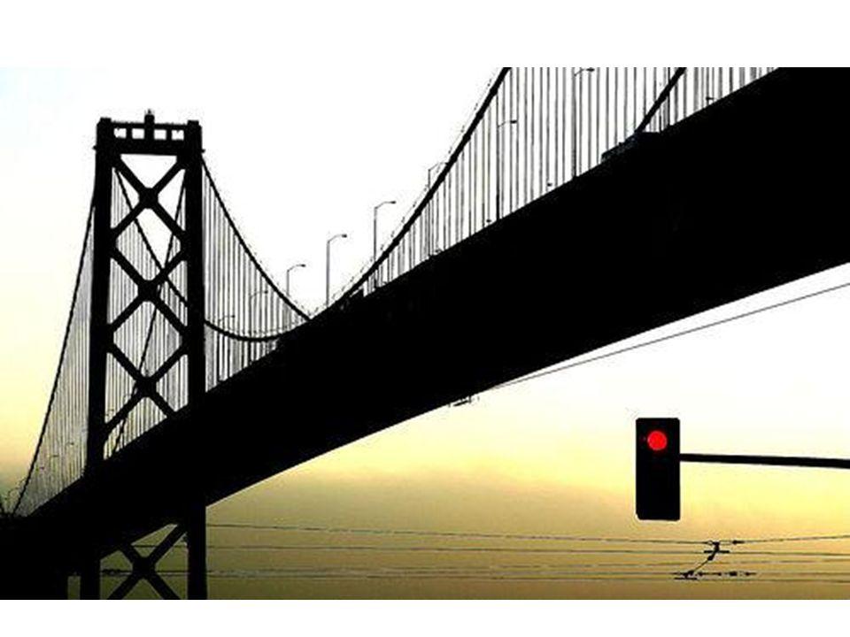 Ampel unter der Brücke.