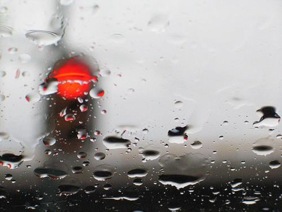Ampel im Regen.