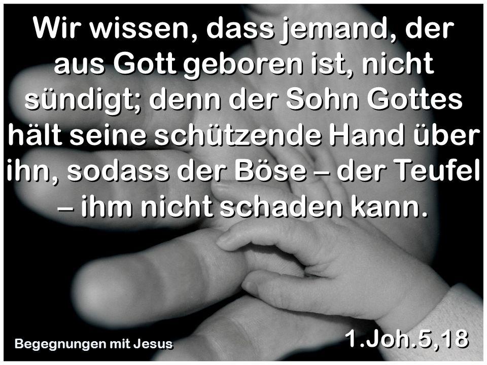Wir wissen, dass jemand, der aus Gott geboren ist, nicht sündigt; denn der Sohn Gottes hält seine schützende Hand über ihn, sodass der Böse – der Teufel – ihm nicht schaden kann.
