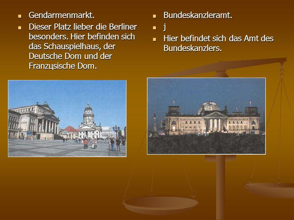 Gendarmenmarkt.Dieser Platz lieber die Berliner besonders. Hier befinden sich das Schauspielhaus, der Deutsche Dom und der Franzцsische Dom.