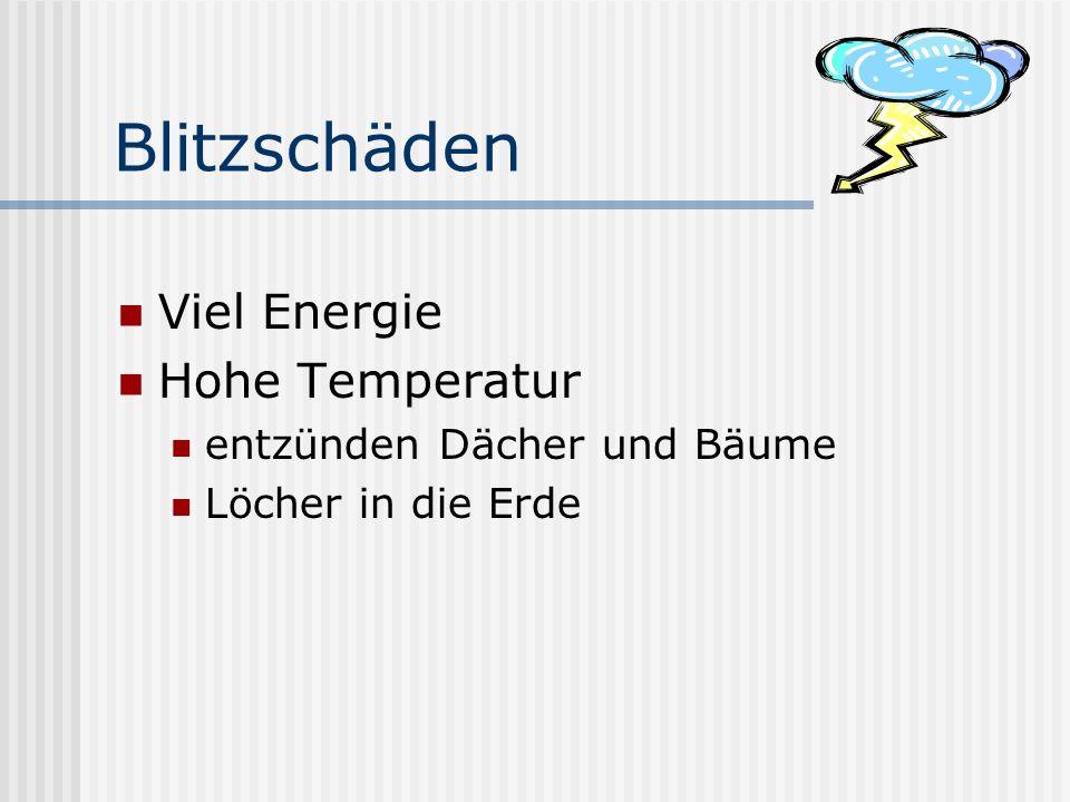 Blitzschäden Viel Energie Hohe Temperatur entzünden Dächer und Bäume