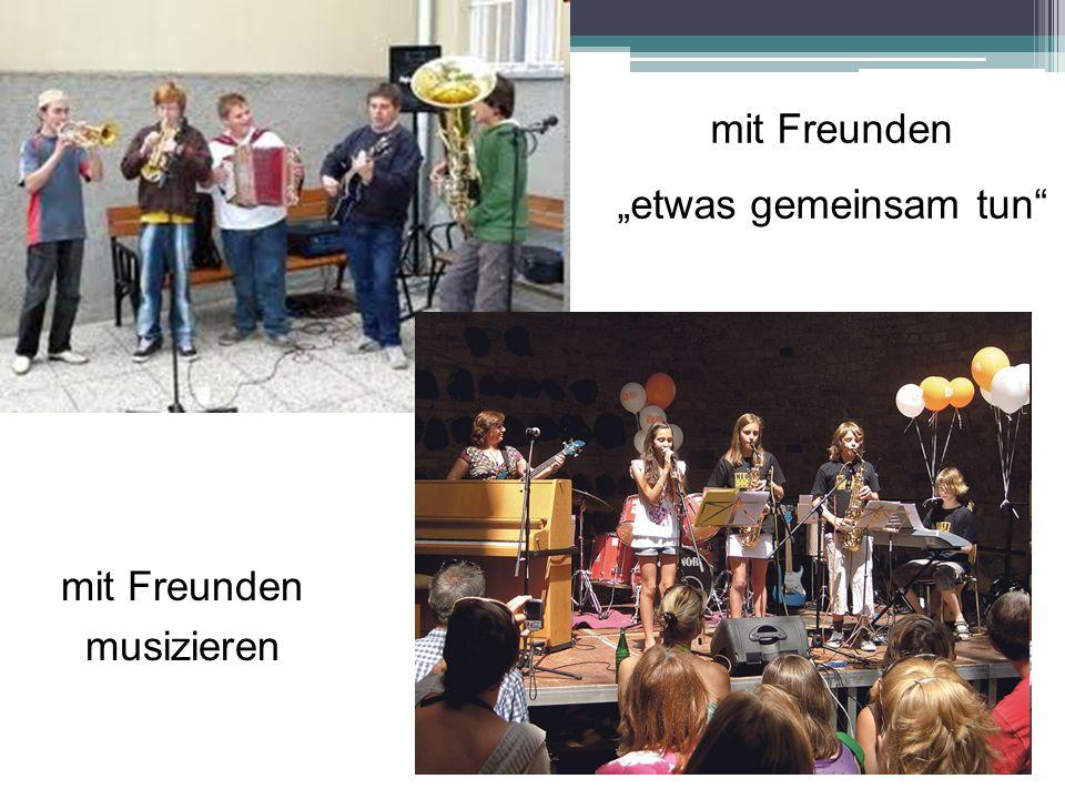 mit Freunden musizieren