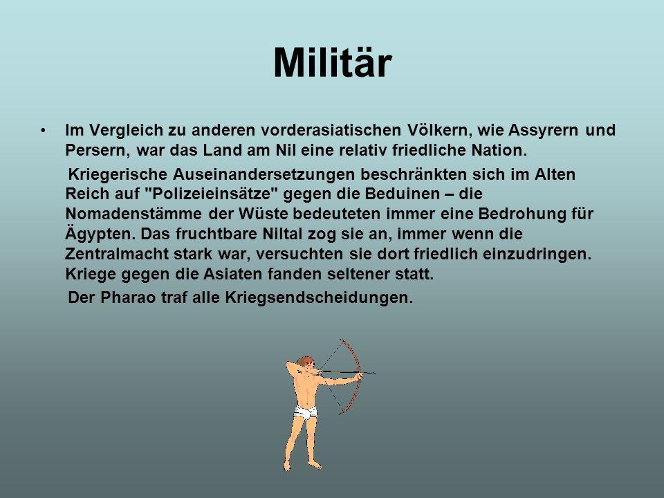 Militär Im Vergleich zu anderen vorderasiatischen Völkern, wie Assyrern und Persern, war das Land am Nil eine relativ friedliche Nation.